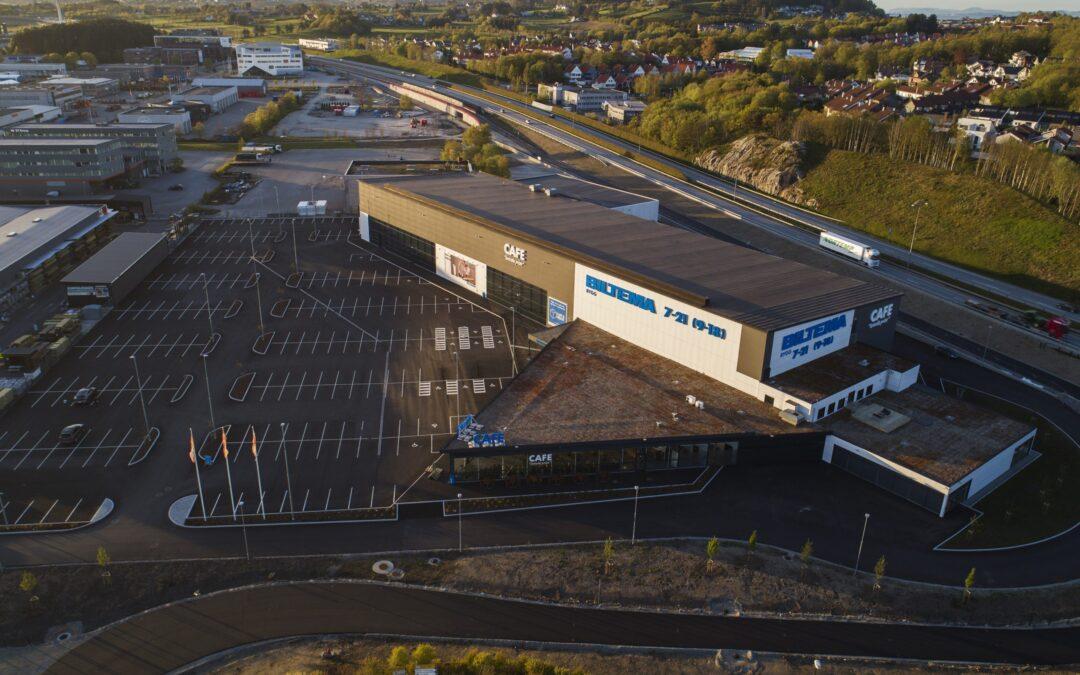 Fra hangar til Biltema-butikk uten bildeler